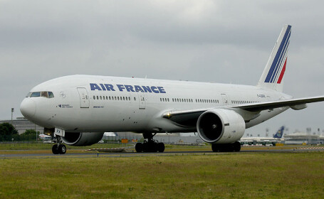 Incident bizar pe un aeroport in SUA. Un francez in uniforma falsa a fost gasit in cabina pilotilor