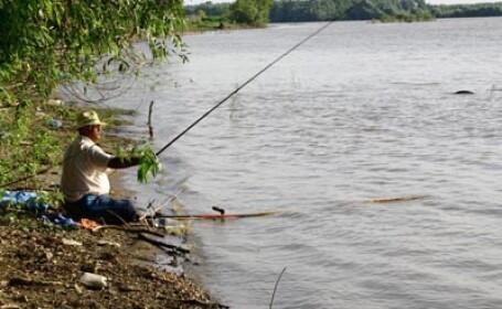 Lupta pe lacurile din Tancabesti. Pescarii au incercat sa prinda \