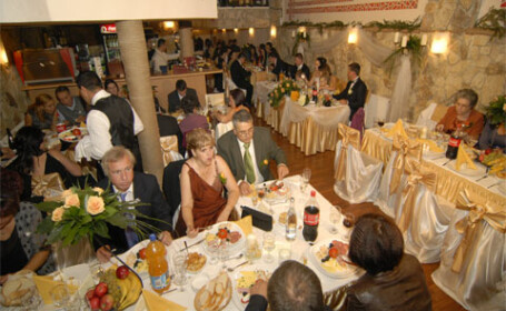 Nunta cu bucluc: un hot s-a strecurat si a furat portmoneul sefei de local