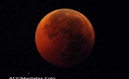 De ce se vede Luna rosie in timpul eclipselor. Explicatiile expertilor