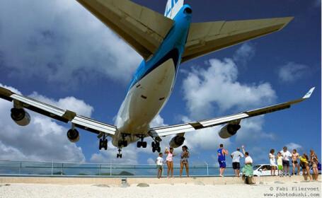 Crezi ca e Photoshop? Singura plaja din lume INTERZISA celor cu frica de avioane. GALERIE FOTO