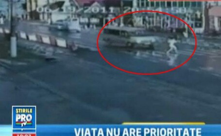 VIDEO SOCANT. Momentul in care o tanara de 18 ani e aruncata la 15 metri in aer pe trecere