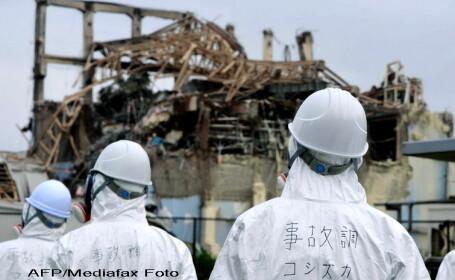 Slujba in memoria victimelor de la Fukushima. Localnicii au purtat costume de protectie