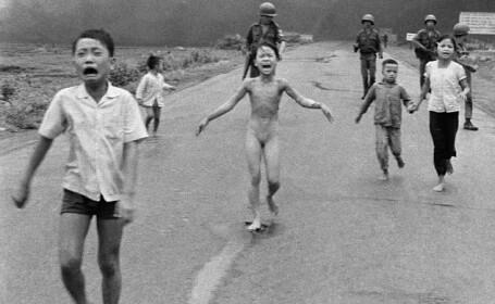 atac cu napalm in Vietnam