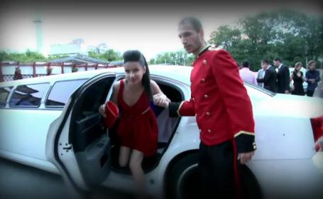 Rochii elegante si limuzine. Banchetul de la absolvirea liceului, un adevarat spectacol de moda
