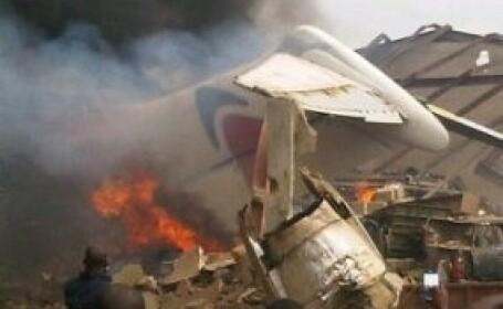 Cel putin 153 de oameni au murit dupa ce un Boeing s-a prabusit intr-un cartier din Nigeria. VIDEO