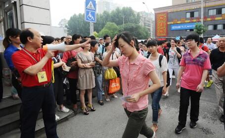 9 milioane de chinezi se lupta pentru un loc la facultate cu hormoni, pastile si \