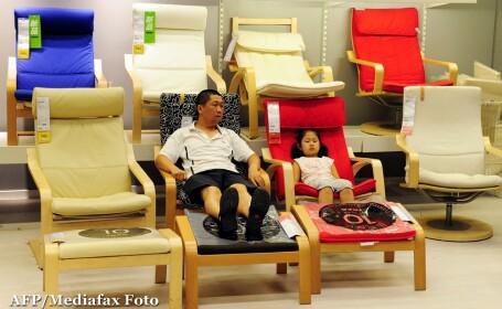 Asiaticii rosesc in fata rafturilor de la Ikea. Cum sa le spunem copiilor ca dam banii pe \