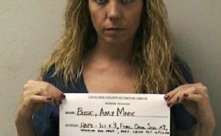 VIDEO. Asistenta condamnata la 15 ani de inchisoare. L-a violat pe prietenul de 13 ani al fiului ei