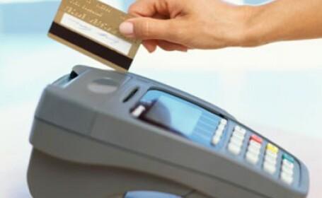 Angajatii unei banci nu i-au emis unui barbat cardul cerut. Nu l-au crezut cand i-au vazut poza
