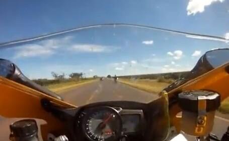 Pentru 99% din oameni, probabil ca ar fi fost fatal. Ce a patit un motociclist la 263 km/h. VIDEO