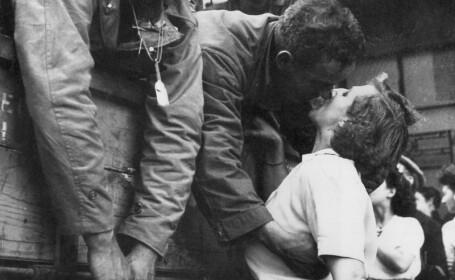 eliberarea Frantei, al Doilea Razboi mondial, soldati americani si frantuzoaice