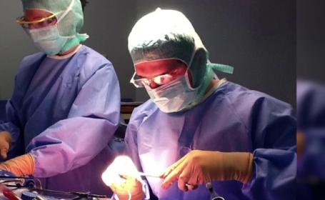 roman, chirurg