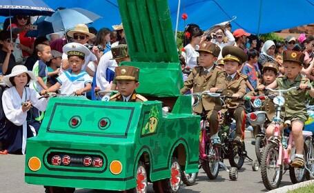 parada militara, copii, Coreea de Nord