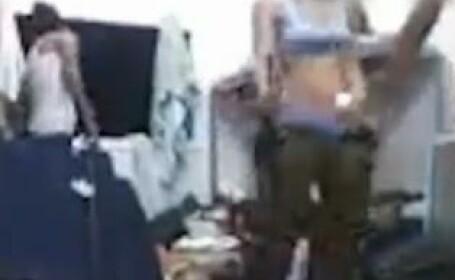 VIDEO. Tinerele din armata israeliana, implicate intr-un nou scandal. Cum s-au filmat in baraci