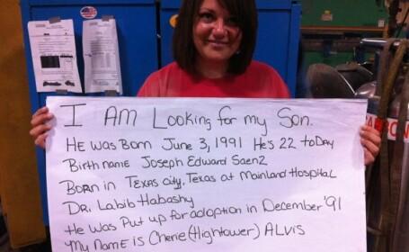 O femeie si fiul ei s-au reintalnit dupa 22 de ani, in urma unui mesaj dat pe Facebook