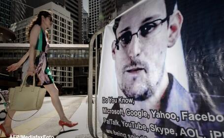 Afis cu Edward Snowden in Hong-Kong