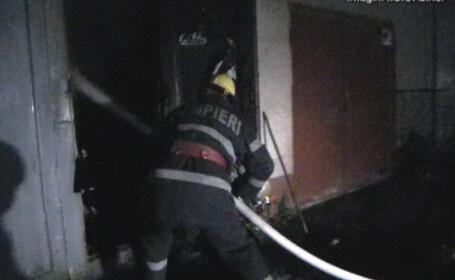 Incendiu puternic intr-un apartament din Capitala; pompierii intervin cu patru masini de stingere