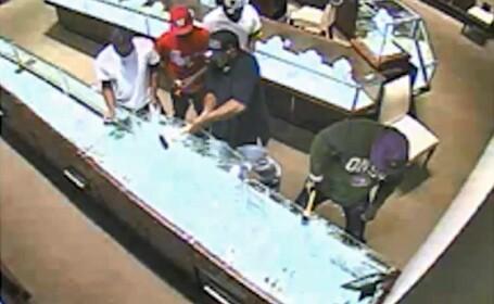 Jaf de 1 milion de dolari, in doar 30 de secunde. Ce au furat suspecti. VIDEO