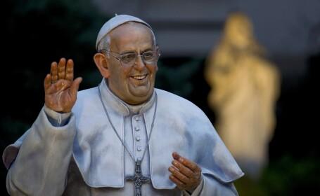 statuie papa francisc