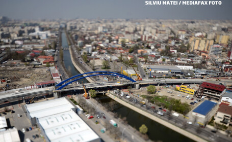 Pasajul Mihai-Bravu-Splaiul Unirii e gata pe jumatate. Primul pod, pe un sens de mers, a fost deshis circulatiei