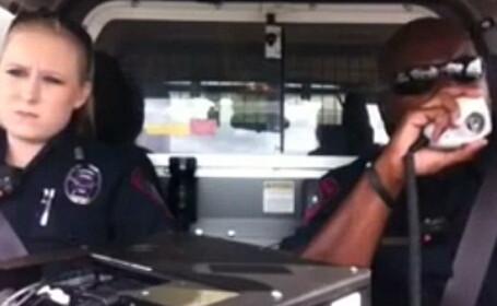 Nou viral pe Facebook. Doi politisti din SUA au strans peste 4,5 milioane de vizualizari
