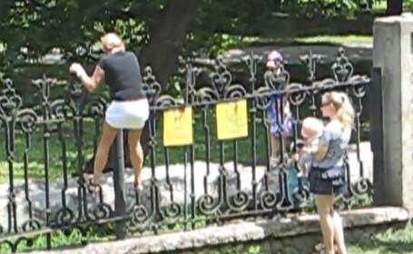 Bebelus strecurat printre gratii. Ce fac doua mame din Chisinau ca sa nu plateasca o taxa de intrare de 1 leu. VIDEO