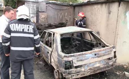 Masina facuta scrum de un incendiu izbucnit in imprejurari misterioase. Politistii il cauta acum pe proprietar