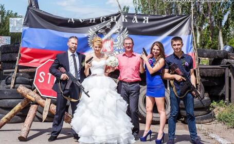 Si-au facut o fotografie de nunta in mijlocul conflictului din Ucraina. Ce comentarii au primit