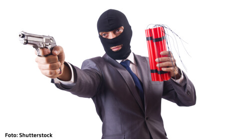 terorist la costum