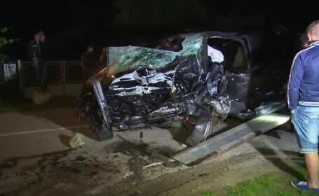 Un politist de 23 de ani a pierdut controlul masinii si a intrat intr-un cap de pod. In urma impactului, a ajuns intr-o casa