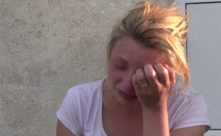 O fetita de 2 ani a murit dupa ce a fost tarata un km cu caruta. Medicul lipsea din post, pentru ca era cu masina in service