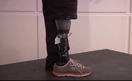 O proteza inteligenta le reda simtul tactil celor fara picioare: \