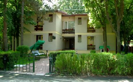 Complexul de vile, ridicat de Ceausescu in Neptun, inchiriat in regim hotelier. Cat costa sa fii \