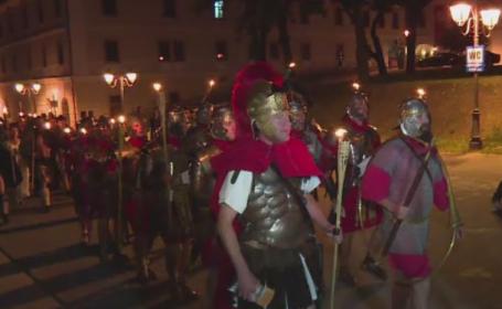 Festivalul Cetatilor Dacice a inceput in Alba. Parada spectaculoasa, cu trambite si torte, care a deschis festivitatile
