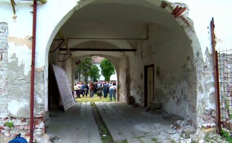 Planul de reabilitare a unei bijuterii arhitecturale cu istorie. In ce stare a ajuns resedinta lui Mihai Viteazu