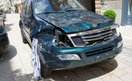 Atac in centrul orasului Graz: un barbat a intrat cu masina in multime si a ucis 3 trecatori, apoi a coborat cu un cutit