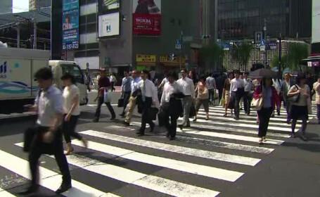 Japonia, oameni care trec strada