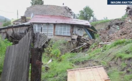 Pagube uriase in mai multe zone, din cauza grindinei si a alunecarilor de teren. Sase familii au ramas fara case