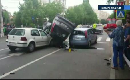 Accident in centrul Capitalei. Un sofer a trecut pe rosu si a lovit violent alte doua masini