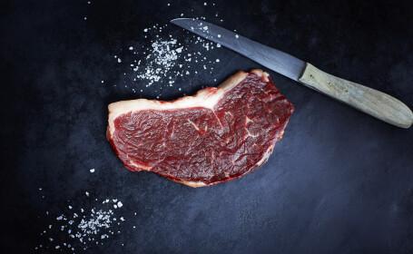 Imaginile care va pot face sa deveniti vegetarieni. O bucata de carne, filmata in timp ce pulsa ca o inima. VIDEO