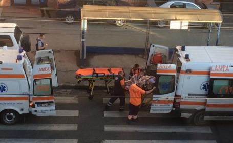 O femeie de 28 de ani, mama a 5 copii, l-a nascut pe cel de-al 6-lea in statia de tramvai. Imagini surprinse in Timisoara