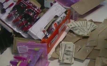 Dolari falsi ascunsi in jucarii, descoperiti pe Aeroportul Buenos Aires. Ce suma au descoperit vamesii in bagajul unui barbat