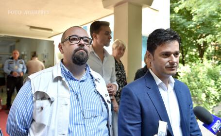 Cristian Popescu Piedone (stg.) si candidatul PNL la Primaria Sectorului 4, Razvan Sava (dr.), au votat la Scoala generala nr. 108 din Bucuresti, in cadrul alegerilor locale 2016
