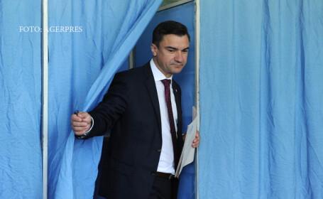 Mihai Chirica, candidatul PSD la functia de primar al municipiului Iasi, isi exercita dreptul la vot la o sectie din Iasi, in cadrul alegerilor locale 201