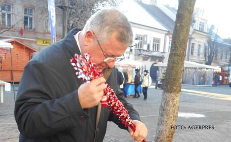 Primarul Ovidiu Cretu, la targul de iarna organizat pe pietonalul din centrul istoric al orasului Bistrita