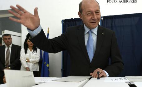 Traian Basescu, presedintele PMP, voteaza la o sectie din incinta Colegiului Economic A.D. Xenopol, in cadrul alegerilor locale 2016