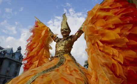 Acrobatii, teatru, jocuri pirotehnice si mii de spectatori. Cum a aratat prima zi a Festivalului B-FIT in the Street