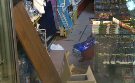 Incident violent la un magazin alimentar din Capitala. Barbatul s-a urcat pe rafturi si a devastat locul