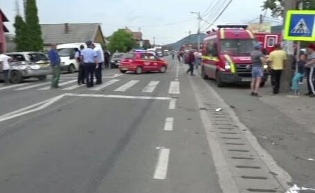Un sofer de 30 de ani a pierdut controlul masinii si a lovit doi oameni nevinovati. Martorii, socati de intreaga scena